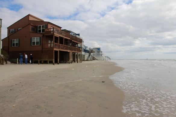 TopSail Beach en Caroline du Nord, érosion accélérée plage disparue, villas arasées...