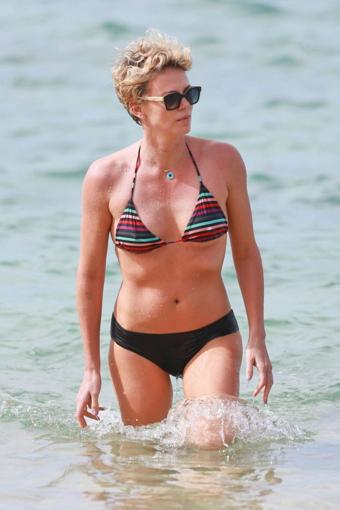 charlize-theron-in-bikini-at-a-beach-in-hawaii_1