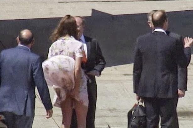 Kate_Middleton_s_dress_blows_up_at_Brisbane_Airport