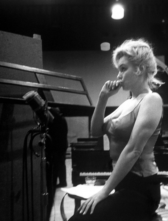 marilyn_rehearsing_on_set