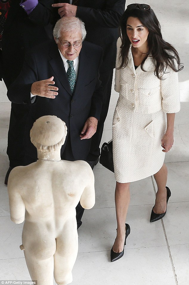 amal-clooney-tailleur