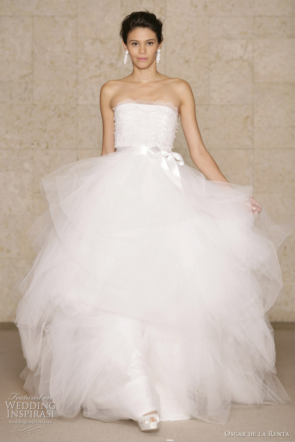 oscar-de-la-renta-fall-2011-bridal-gown