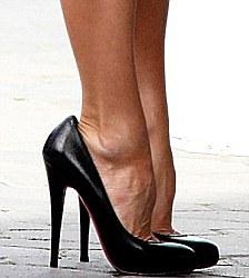 victoria-beckham-pieds