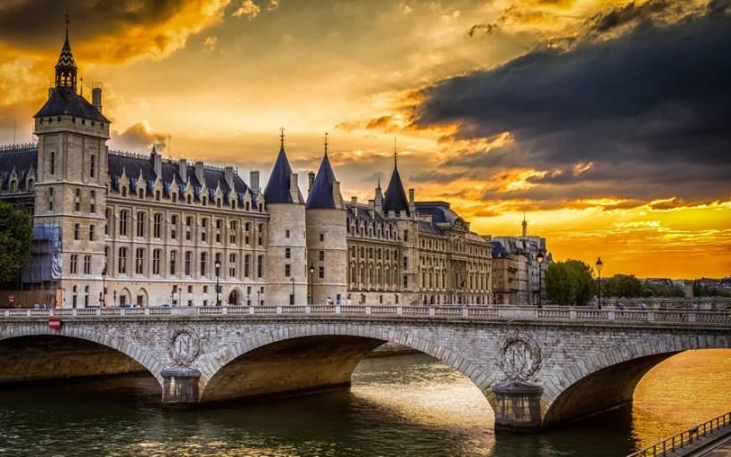 la-conciergerie-paris-900