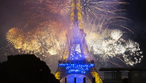 tour-eiffel-fireworks2