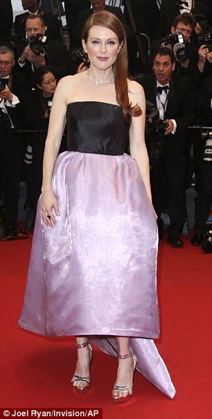 pied-julianne-moore-cannes0