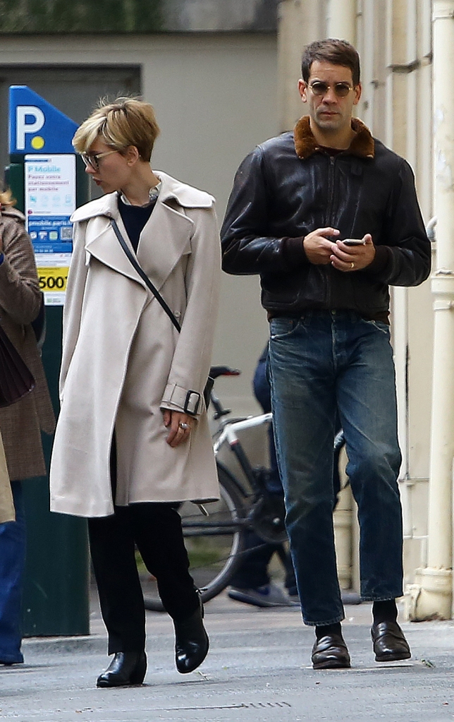 EXCLUSIVE ALL ROUNDER ***NO WEB USAGE*** Scarlett Johansson and her husband Romain Dauriac are seen out in Paris