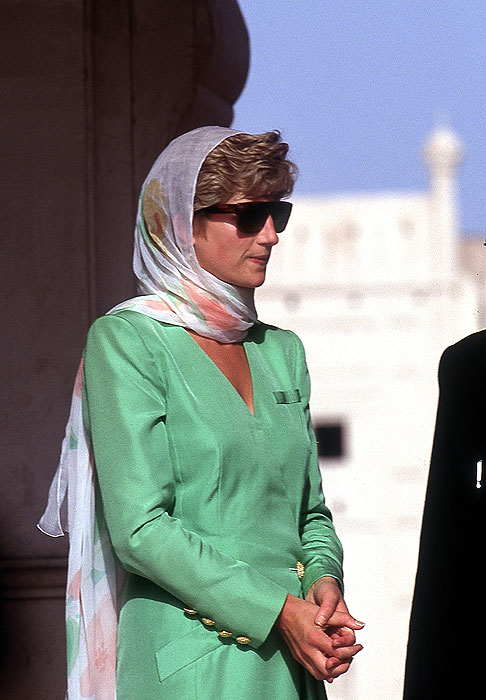 ee4f120dab9 PEOPLE- LIFESTYLE- Des foulards et des reines